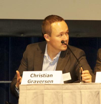 """""""Det er første gang, at man fra centralt hold siger, at det kan betale sig at bruge telemedicin på hospitalerne,"""" siger Christian Graversen"""